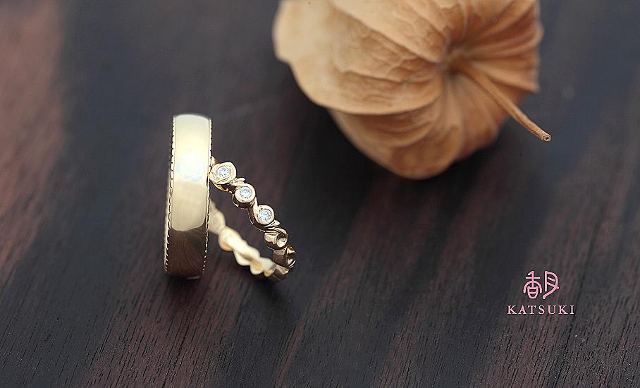 バラをあしらったセミオーダー結婚指輪
