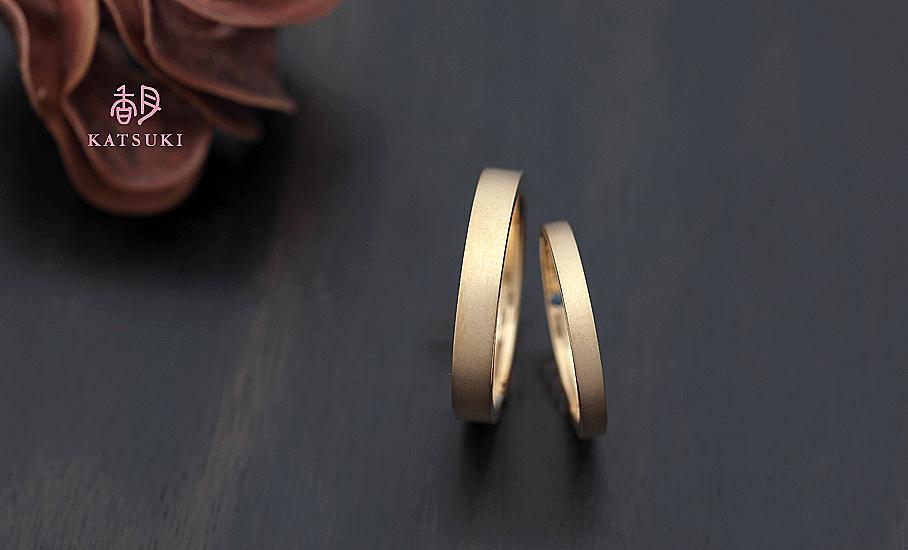 内側のサファイアに願いをこめたフルオーダー結婚指輪