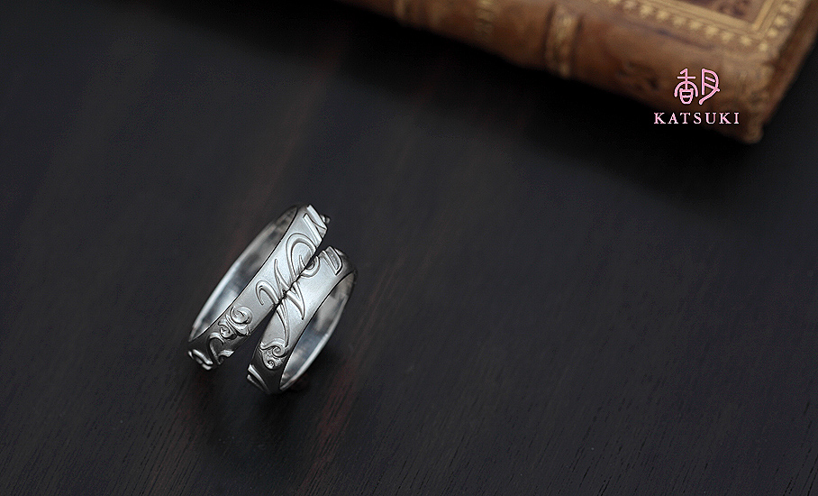 ご家族のイニシャルをあしらったフルオーダー結婚指輪