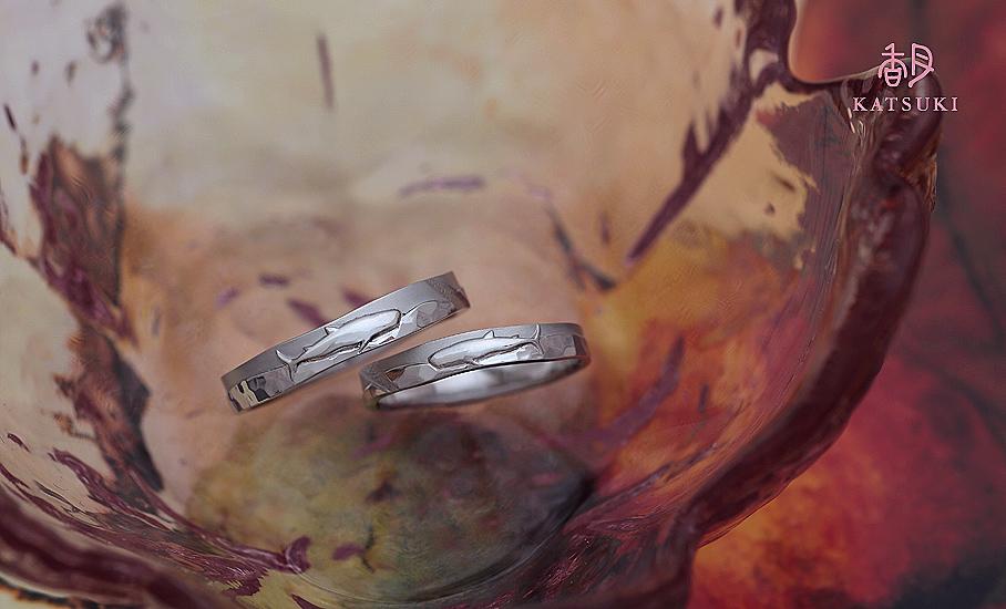 ジンベイザメが悠々と泳ぐフルオーダー結婚指輪