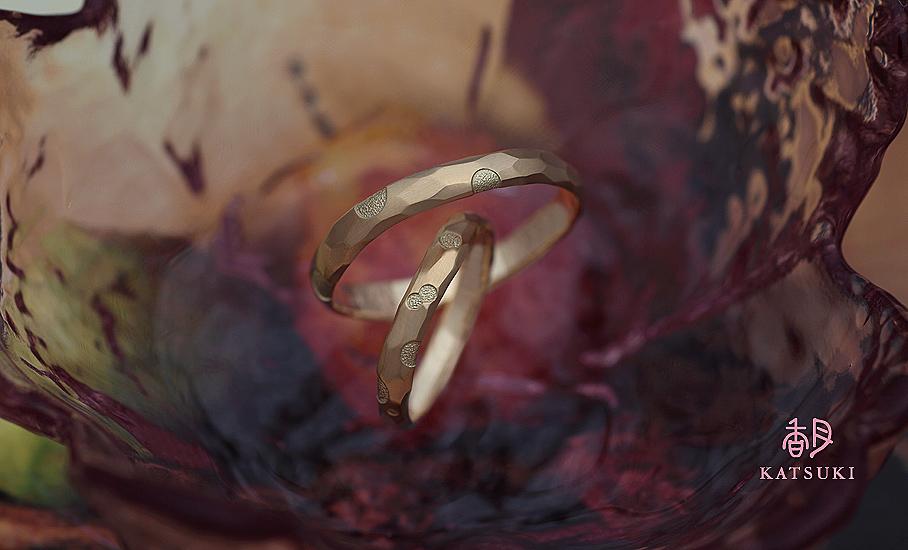 愛らしいドットが煌めくフルオーダー結婚指輪