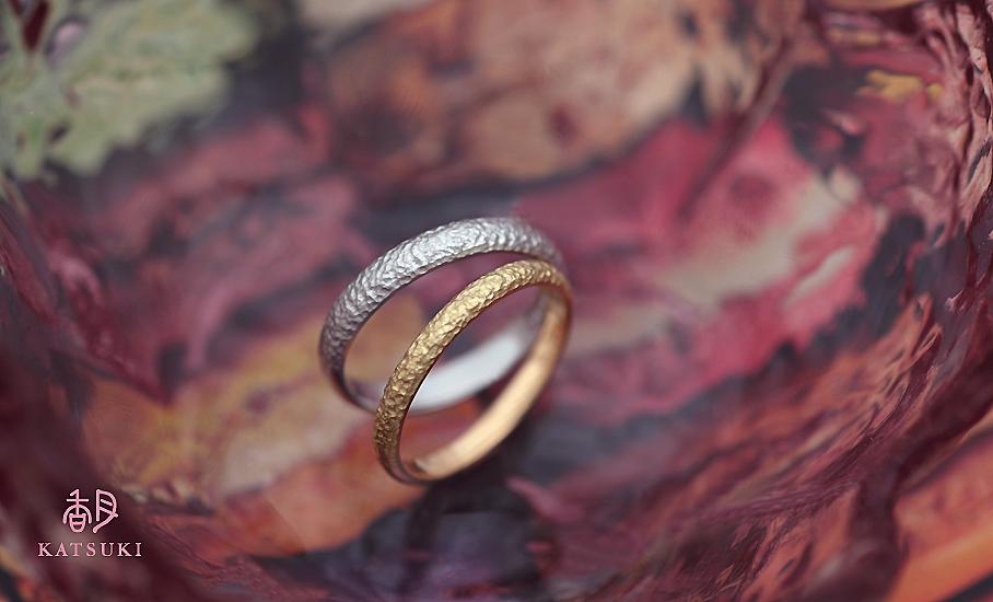 和紙のような厳かな個性が光るフルオーダー結婚指輪