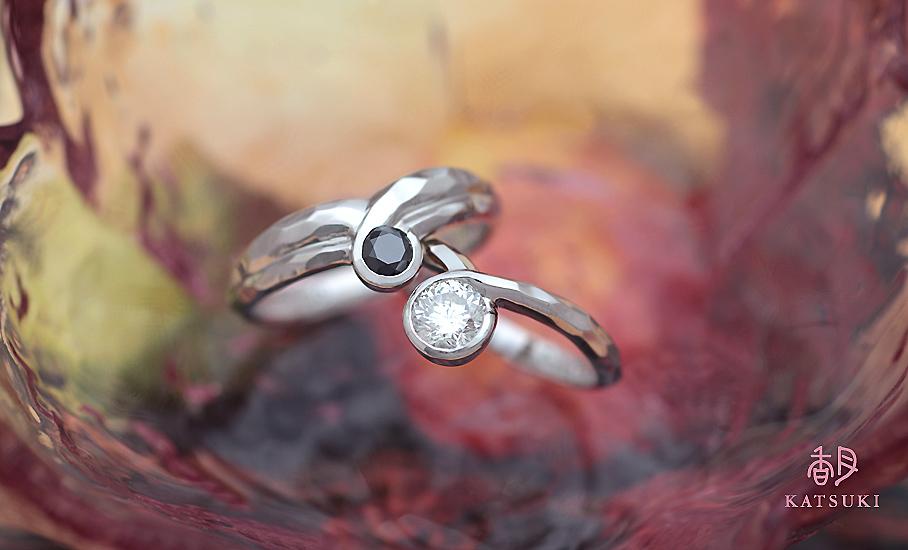 ブラック&ホワイトダイヤが煌めくフルオーダー結婚指輪
