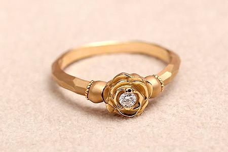 バラとダイヤの結婚指輪
