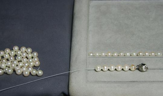 ネックレスの糸交換