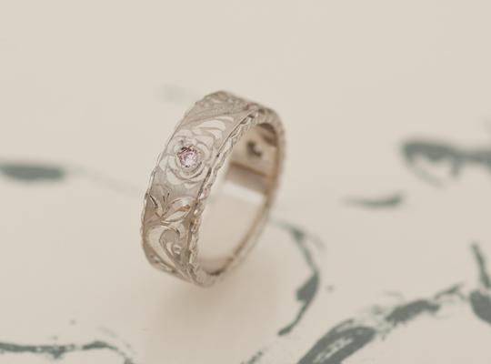 プラチナ製和彫りのリング
