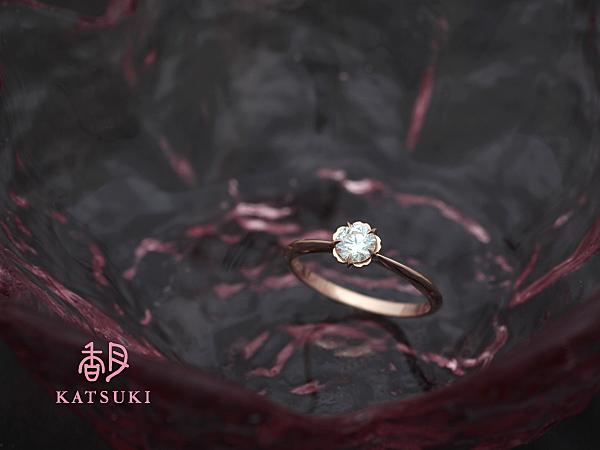 花びらが優しくダイヤモンドを包む婚約指輪☆ピンクゴールド