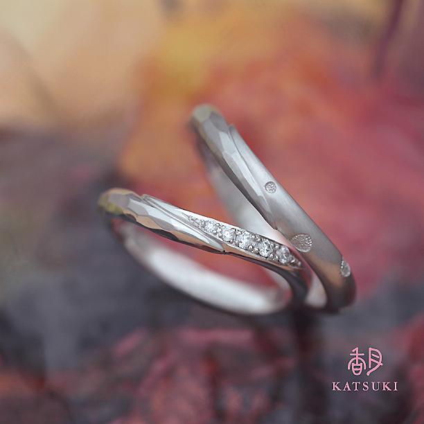 ドットデザインを追加してアレンジされた結婚指輪