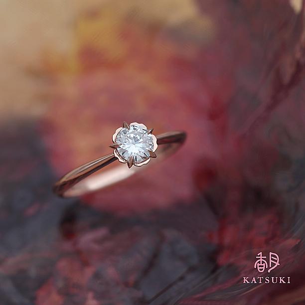 花びらがダイヤモンドを優しく包む人気の婚約指輪