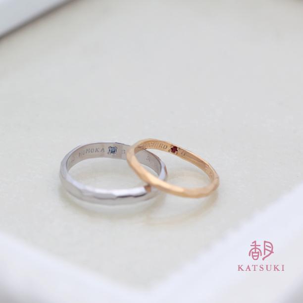 内側に誕生石の煌めく結婚指輪