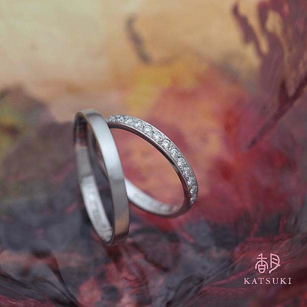 煌めくダイヤモンドが眩しいハーフエタニティの結婚指輪