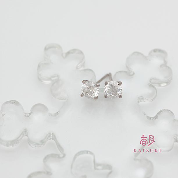 0.4ctのダイヤモンドが2石煌めくオーダーピアス