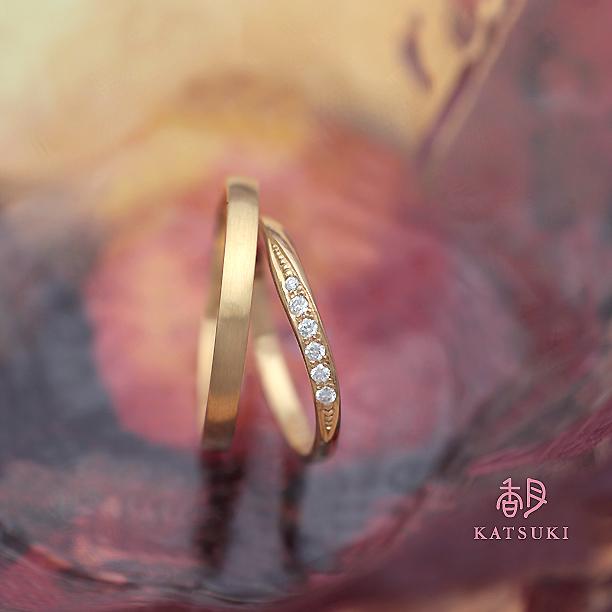 K20イエローゴールドにダイヤモンドの煌めくマリッジリング