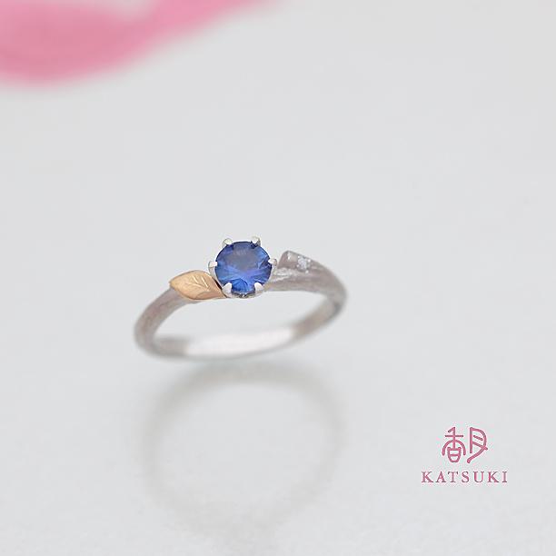 ブルーサファイアとホワイトサファイアの婚約指輪