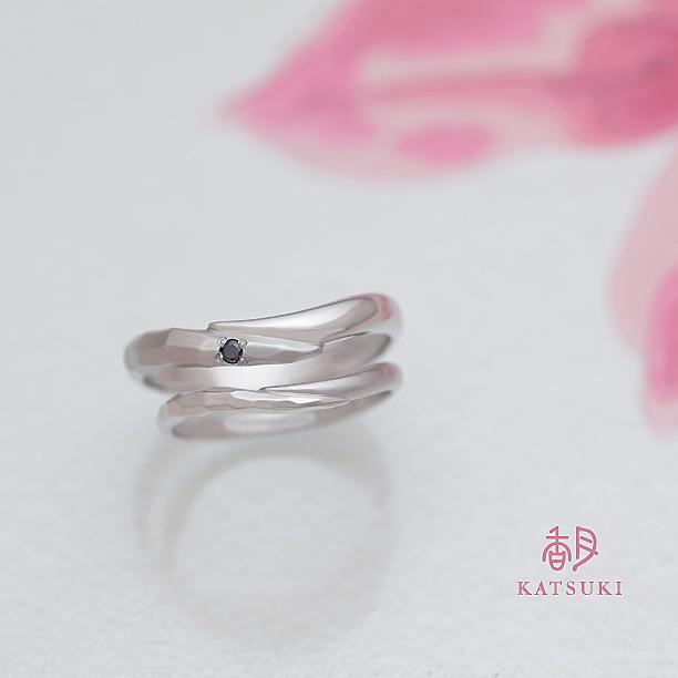 リング幅が違ってもお揃いの結婚指輪