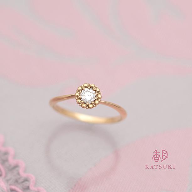 引っかかりの少ないクラシックな婚約指輪