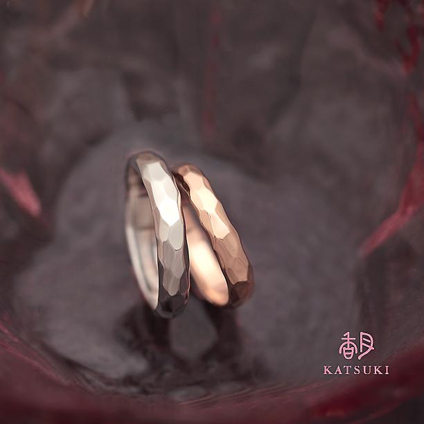 ぷっくりとしたシルエットが魅力的な結婚指輪