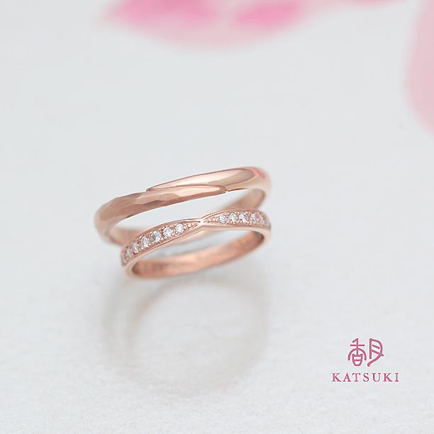 ダイヤモンドが煌めくピンクゴールドの結婚指輪