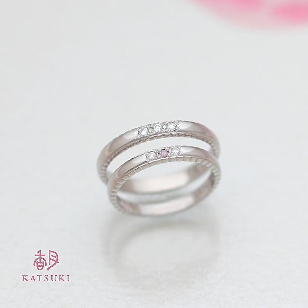 ダイヤモンドを3石ずつお入れした結婚指輪