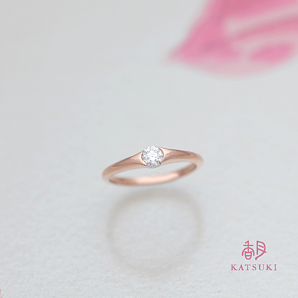 引っかかりのないピンクゴールドの婚約指輪