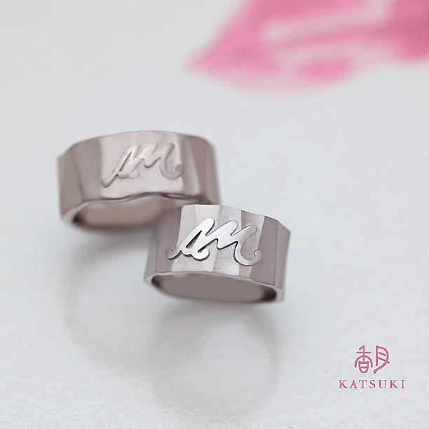 ボリューム感が豪華なフルオーダーの結婚指輪
