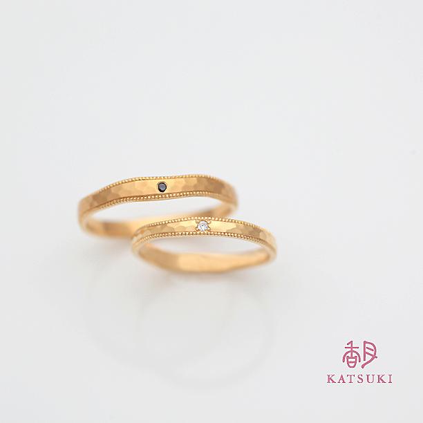 ブラックダイヤとホワイトダイヤが煌めく結婚指輪