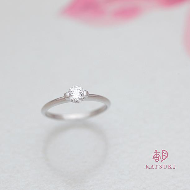 シンプルを追求した2本爪の婚約指輪