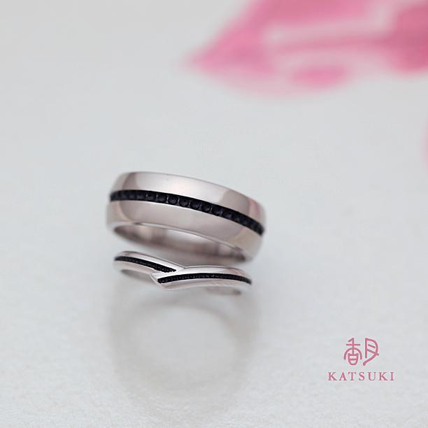 ブラックラインが個性的なフルオーダーの結婚指輪