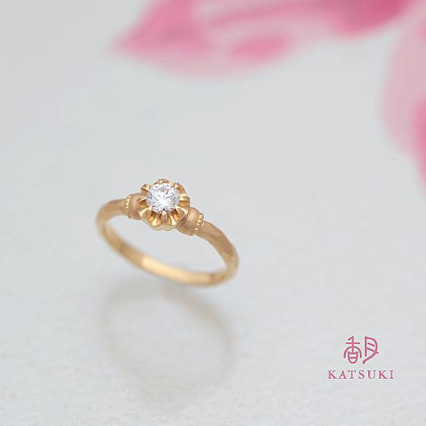 K20ゴールドのクラシックな婚約指輪