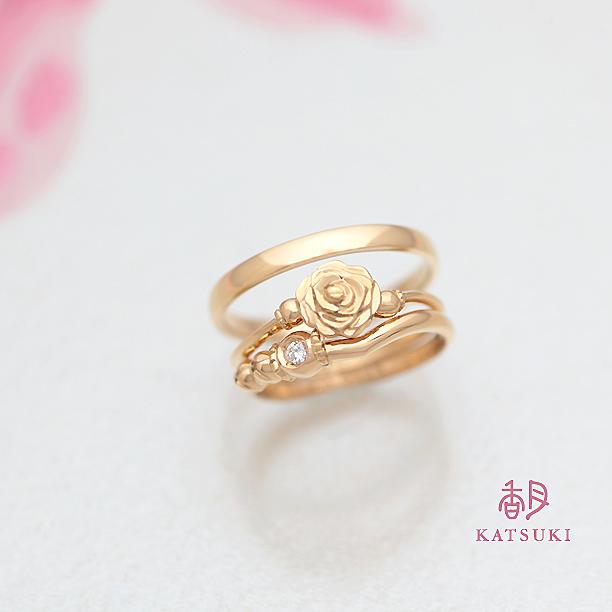 バラとダイヤモンドの重ねづけを愉しむ結婚指輪