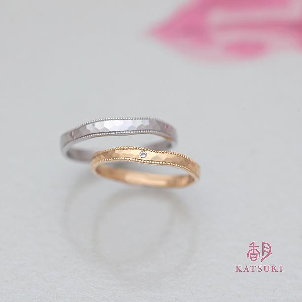 職人が宿すミルラインが優しく揺れる結婚指輪
