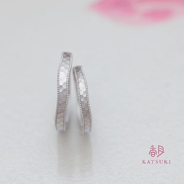 職人ならではのミルラインが輝くマット仕上げの結婚指輪