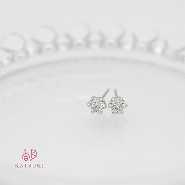 お義母様に贈られた0.8ctのダイヤモンドピアス