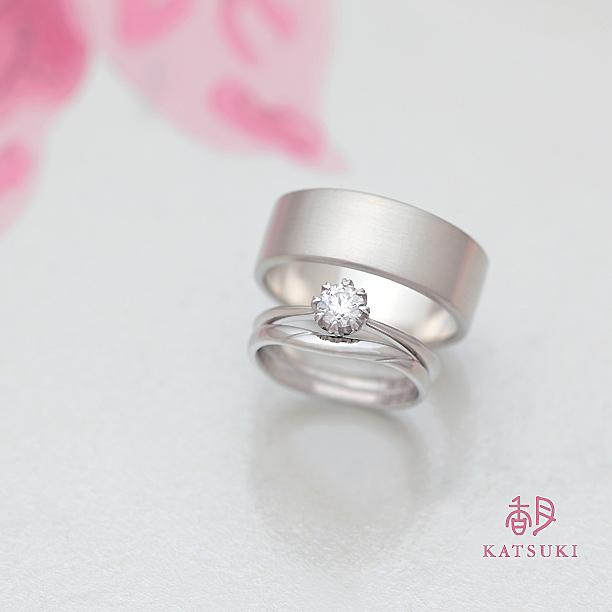 デザインの異なるおふたりらしい結婚指輪&婚約指輪