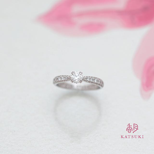 職人の彫りが輝きを添える婚約指輪