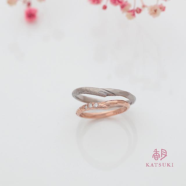 木目と槌目を組み合わせた結婚指輪