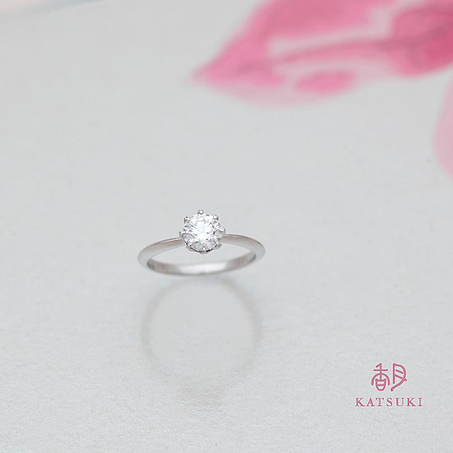 8本爪の愛らしい婚約指輪