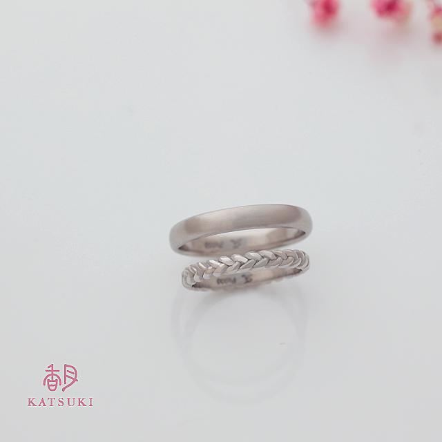 三つ編みのデザインに願いを込めた結婚指輪