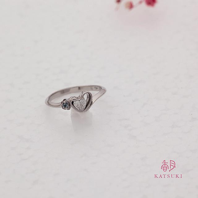 ハートシェイプダイヤモンドの婚約指輪