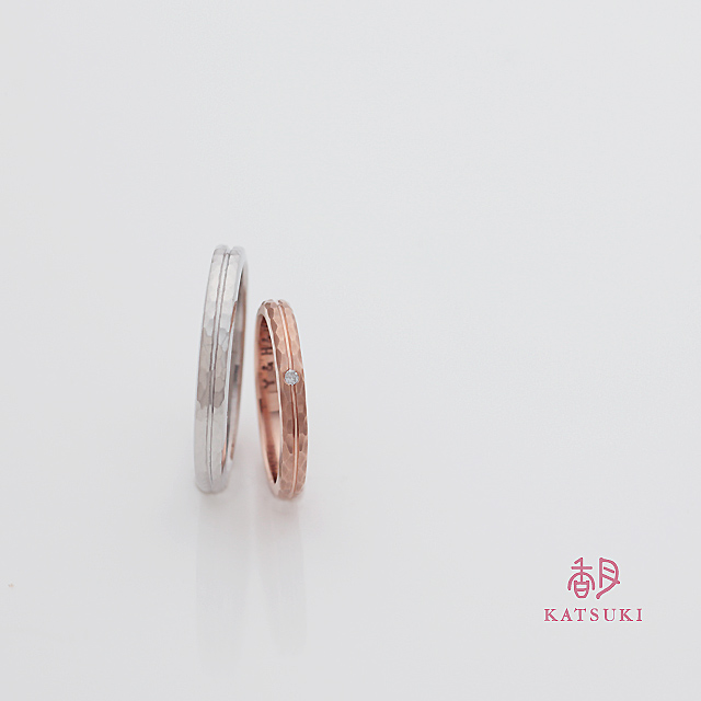 細やかな面取りを施す結婚指輪
