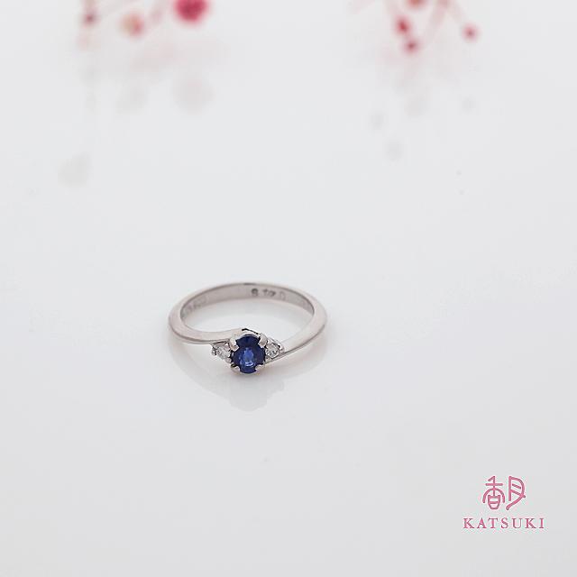 サファイアとダイヤモンドの婚約指輪