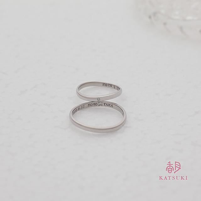 Sラインとひと粒のダイヤモンドがお揃いの結婚指輪