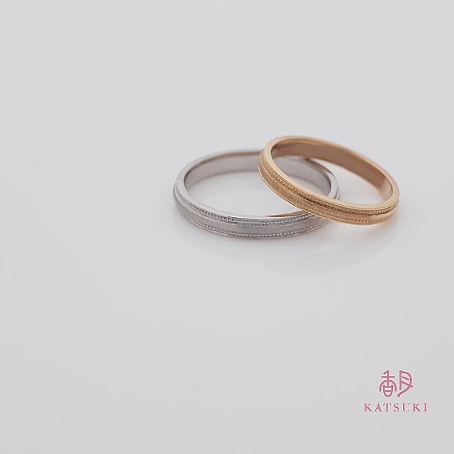 ミルラインと和紙のような仕上げが個性的な結婚指輪