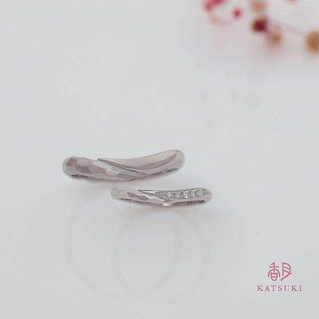 ハーフハーフが個性的な結婚指輪