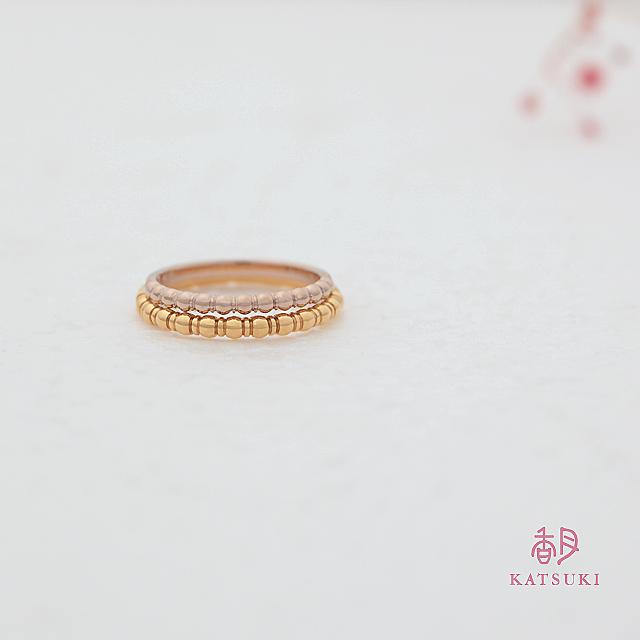 丸いシルエットにカジュアルさを演出した結婚指輪