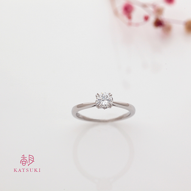 お母様からのダイヤモンドが煌めく婚約指輪