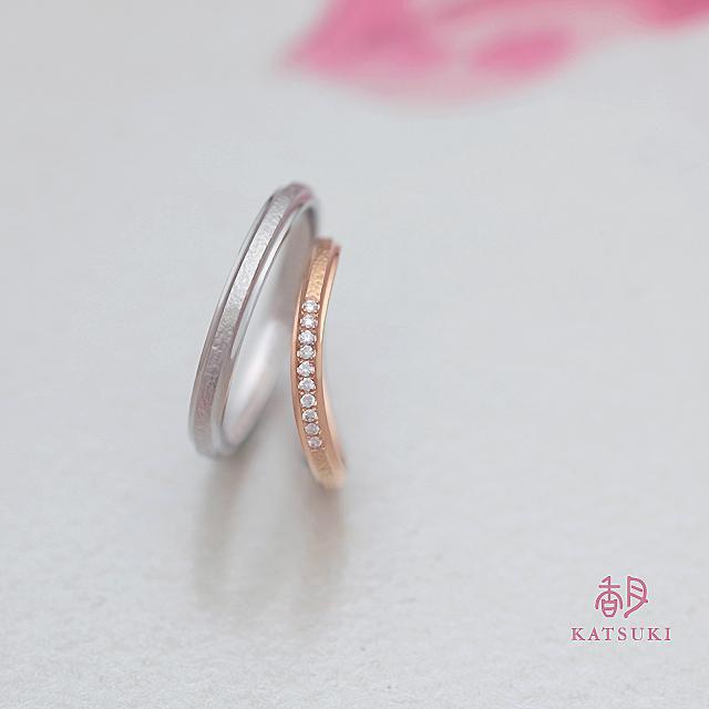 和紙のような質感を施した結婚指輪【アンディマンシェ】