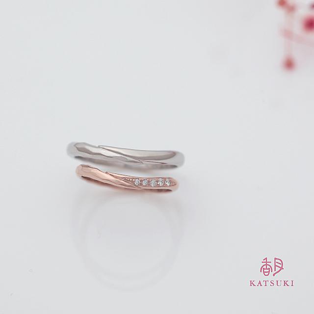 面取り仕上げとダイヤモンドを組み合わせた結婚指輪【メテオール・ベル】