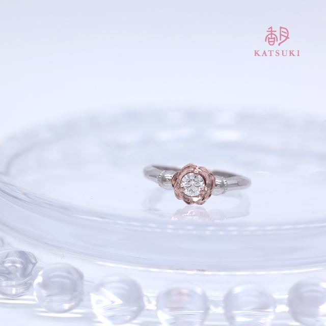 サプライズで贈られたバラの婚約指輪【ローズ】