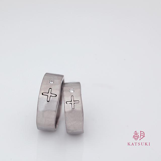 記念のダイヤモンドが加わった結婚指輪【ラザロ】